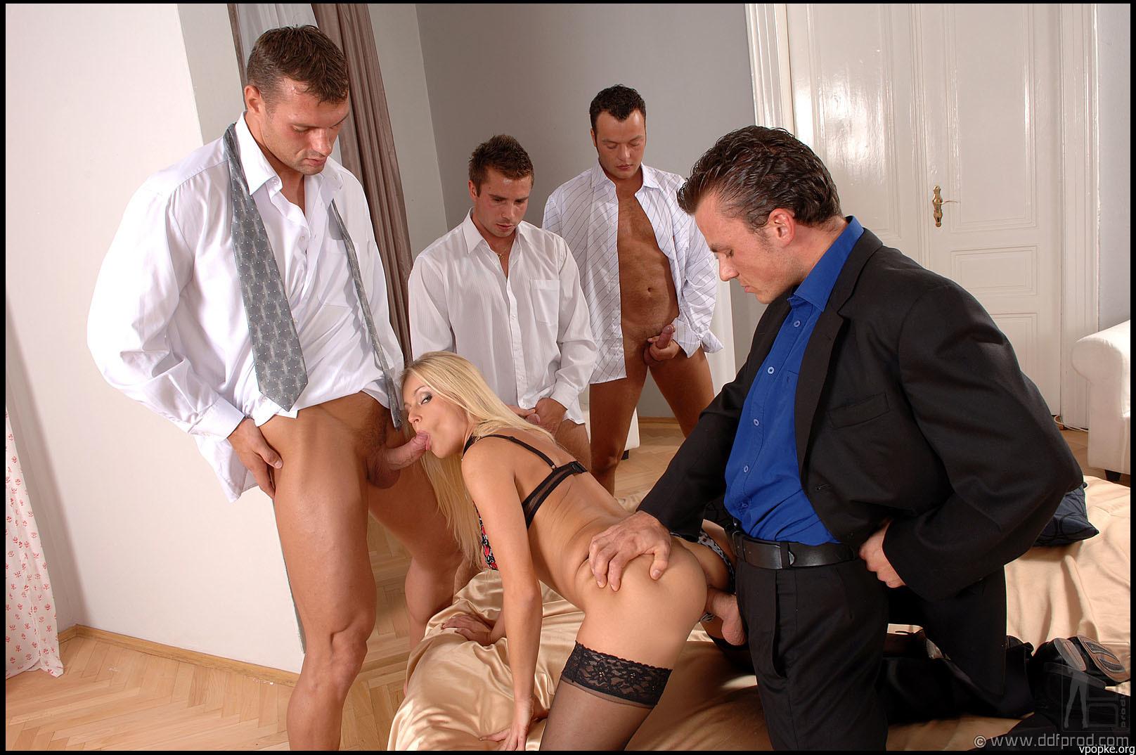 seks-v-ofise-rossiya