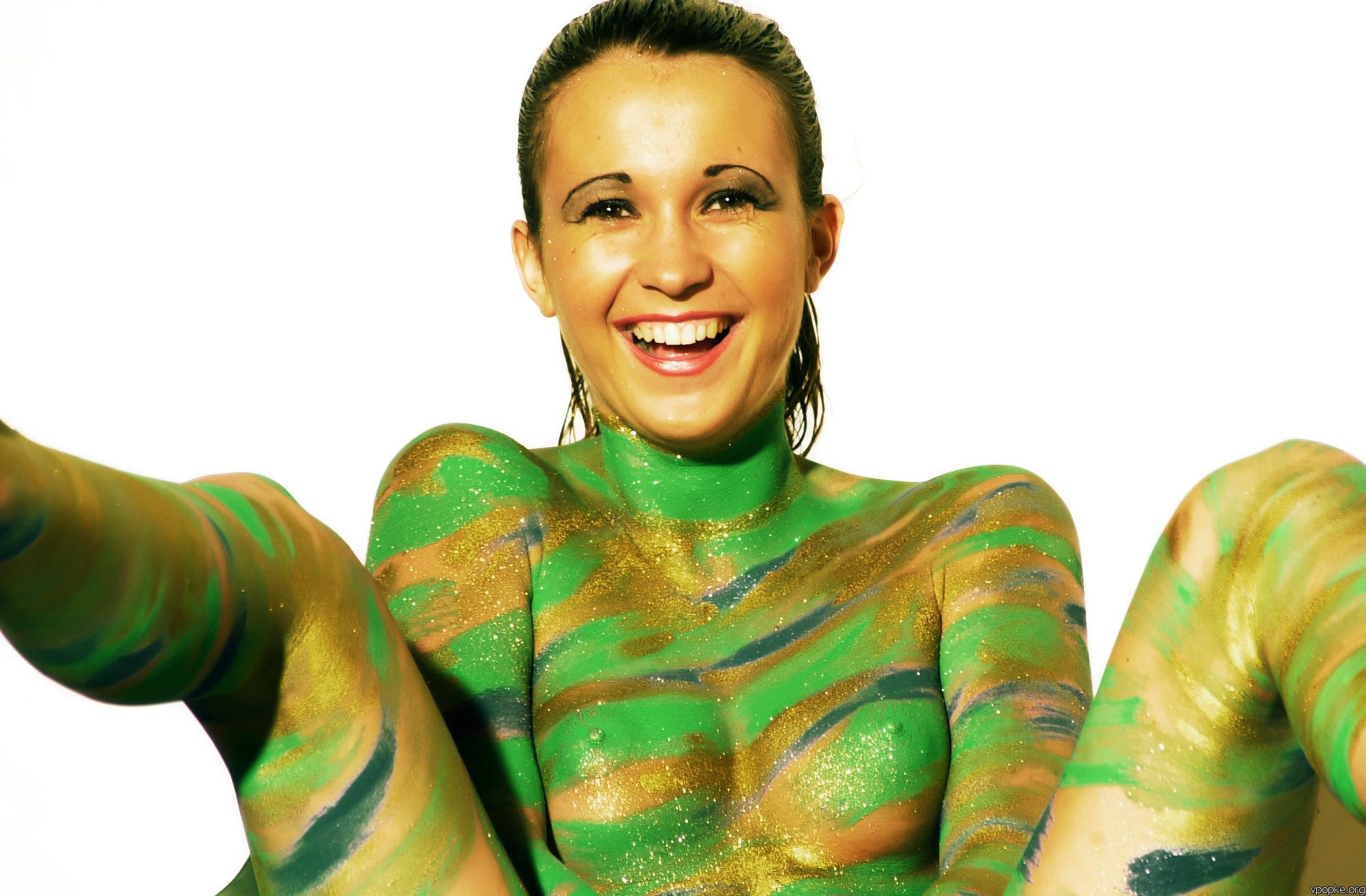 foto-golie-raskrashennie-pozhilaya-nachalnitsa-i-sekretarsha-porno-video
