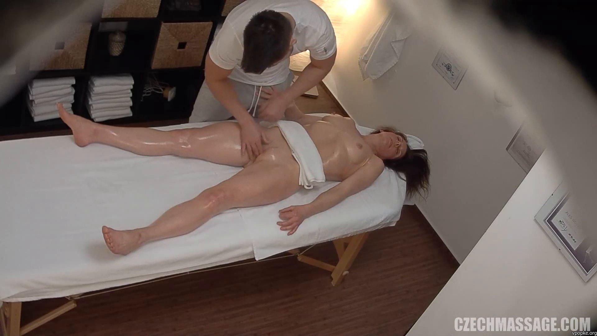 Вип массаж скрытая камера ххх, глупышку развели на групповушку